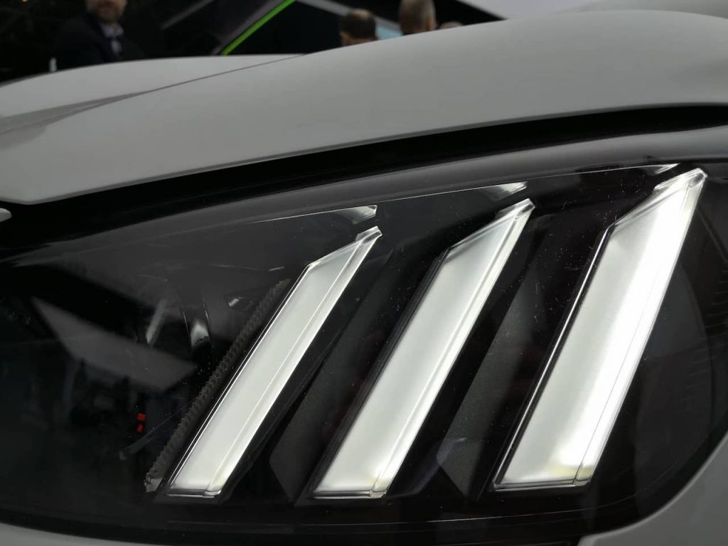 Peugeot e-208 - přední světlo