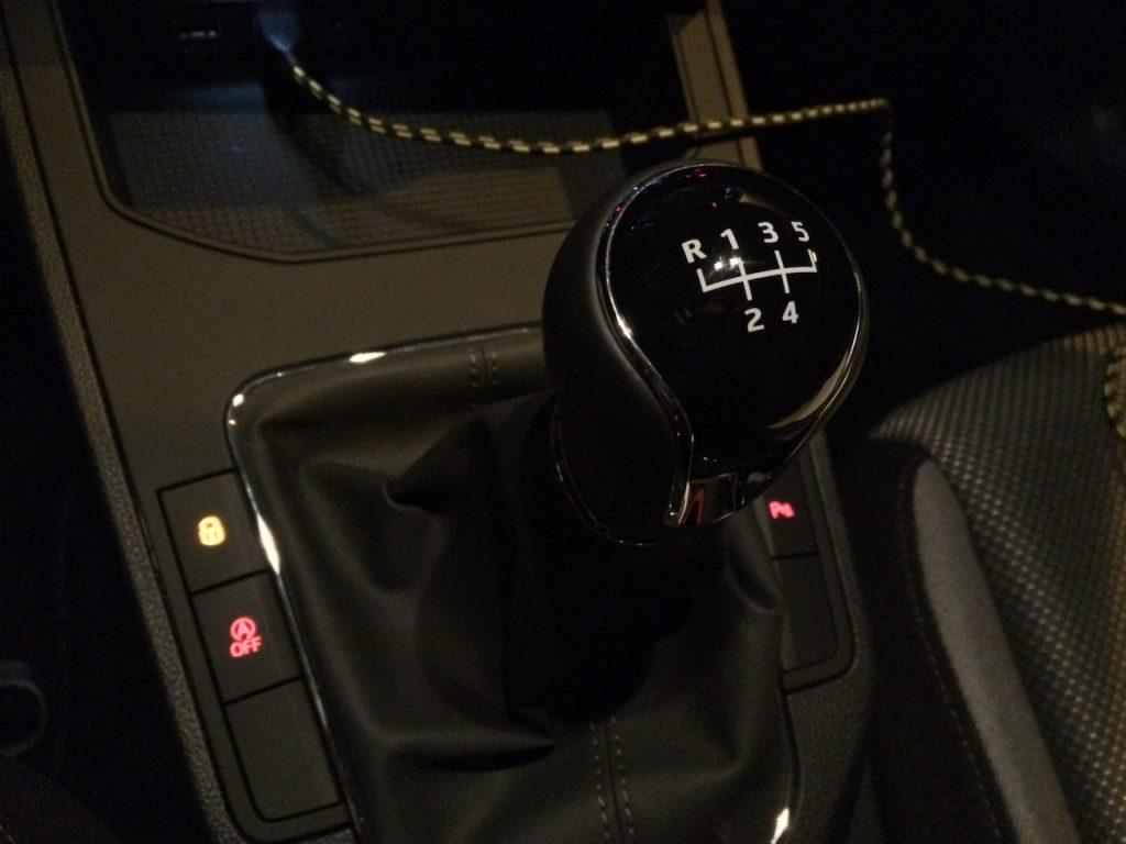 SEAT Ibiza 1,0TGI 66kW CNG - řadicí páka