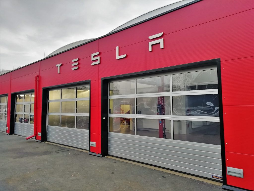 Servis Tesla Praha - vjezdy do dílny - Teslička.cz