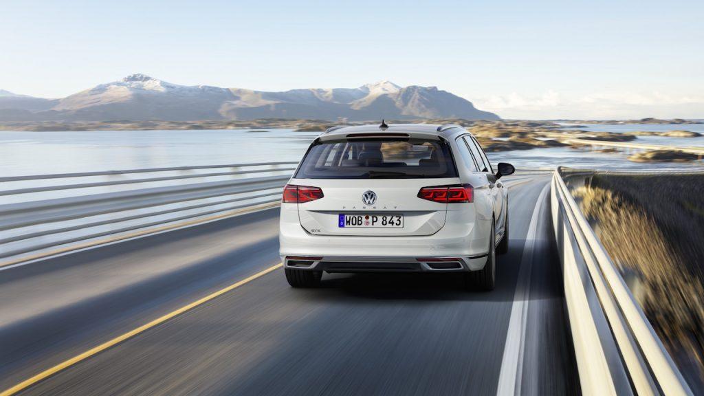 Nový Volkswagen Passat GTE Variant - zezadu