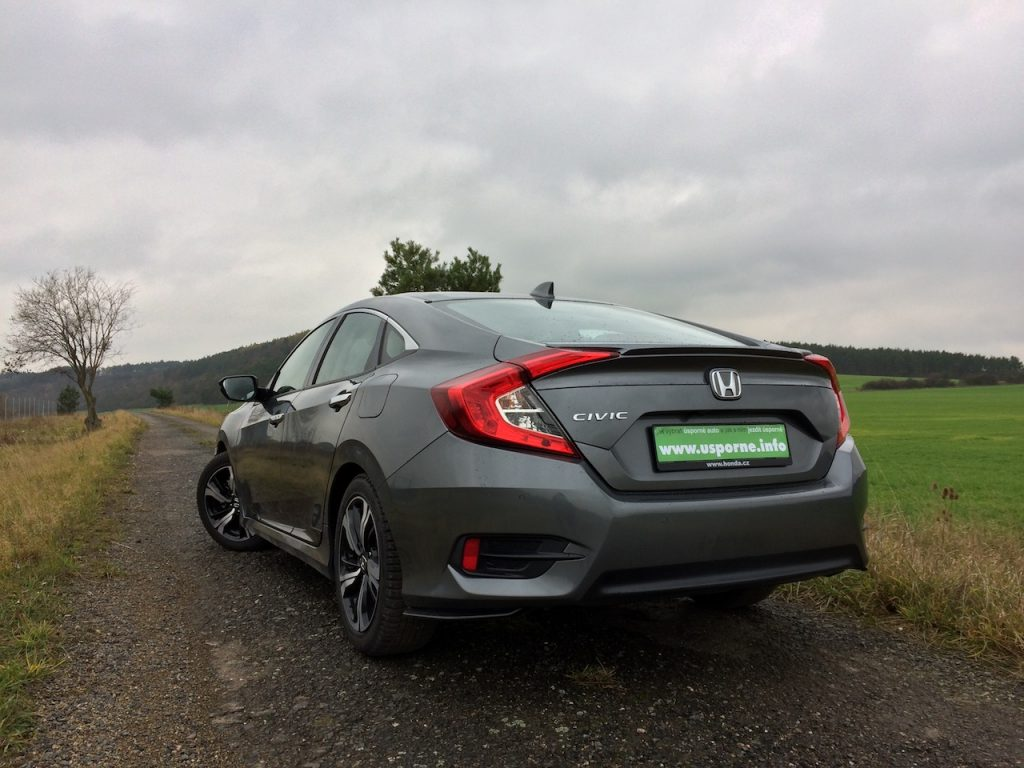 Honda Civic Sedan 1,5 VTEC TURBO - zezadu