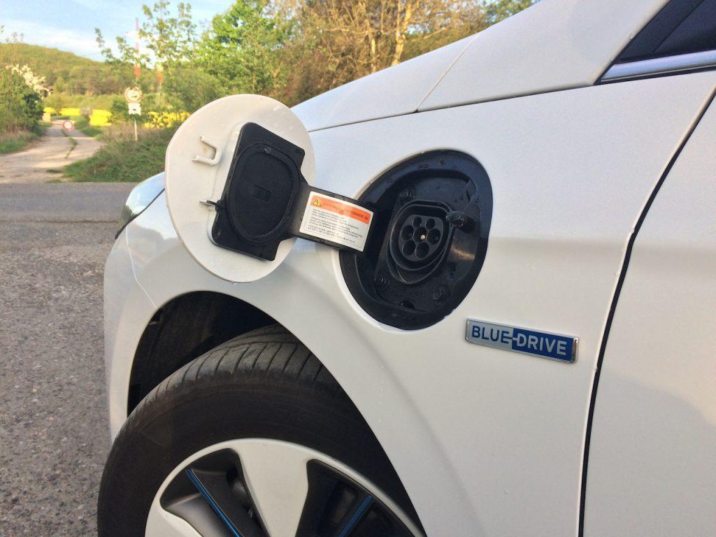 Hyundai Ioniq Plug-in Hybrid - konektor nabíjeni Mennekes