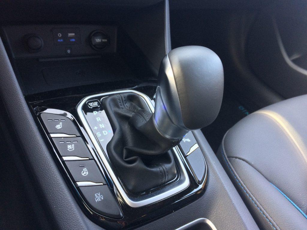 Hyundai Ioniq Plug-in Hybrid - řadicí páka