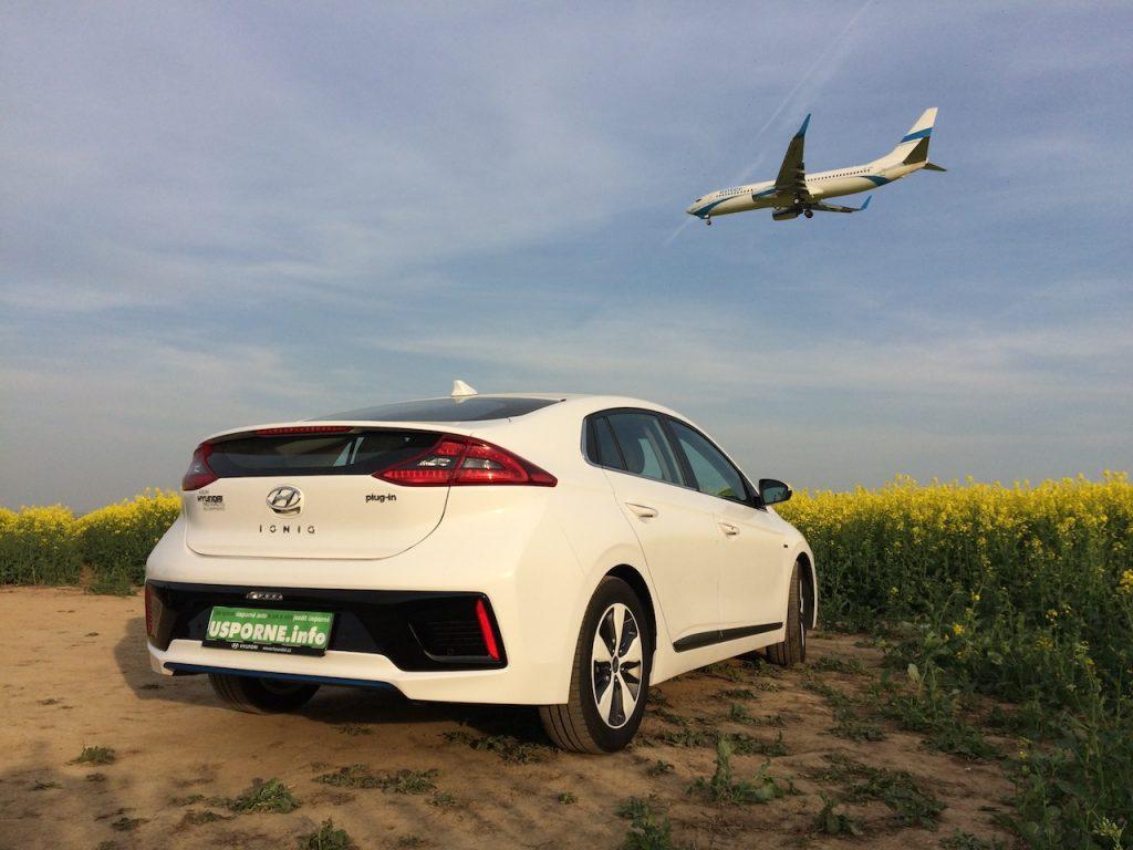 Hyundai Ioniq Plug-in Hybrid - s letadlem