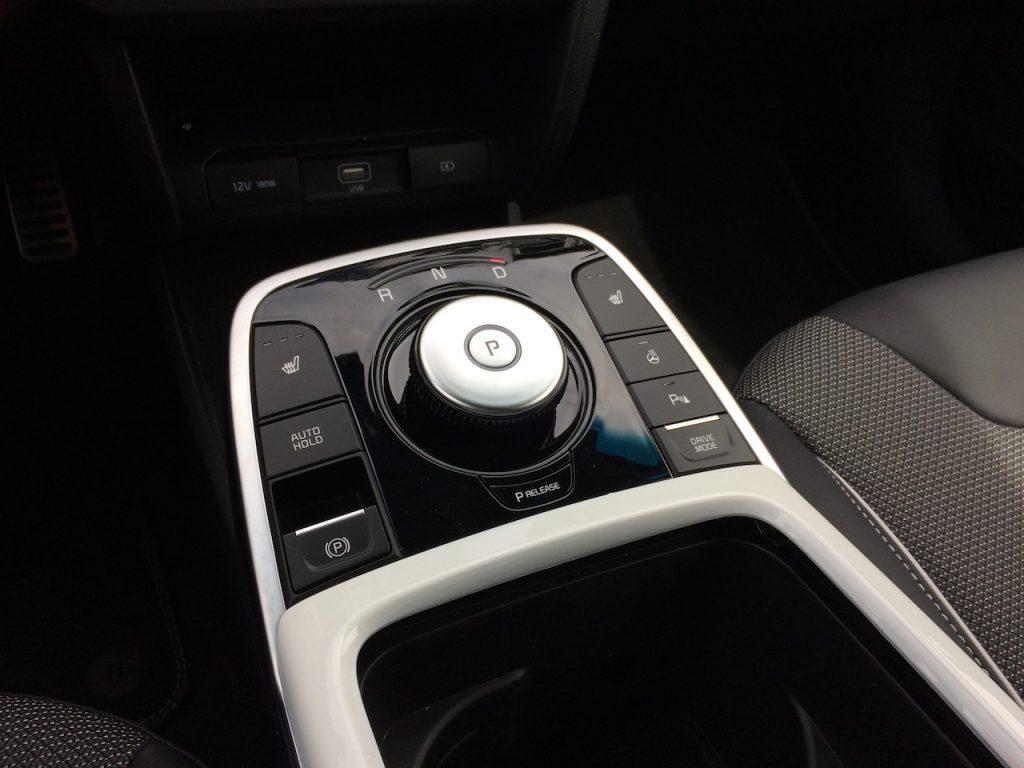 Kia e-Niro - volič směru jízdy - řadicí páka