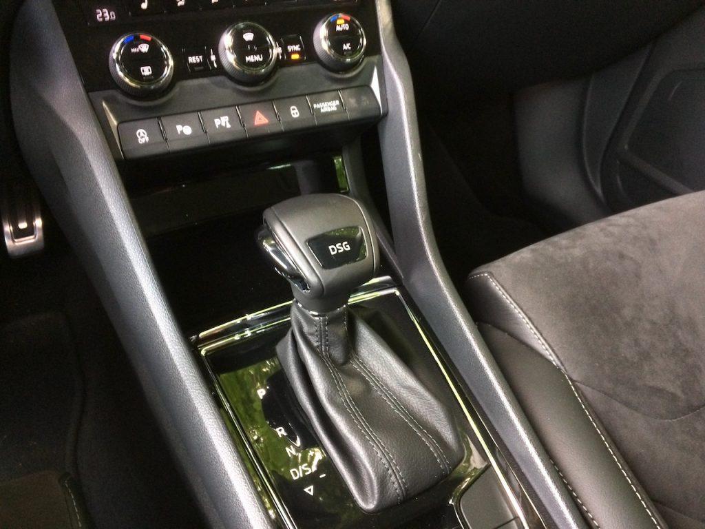 Škoda Kodiaq 2,0 TDI 110 kW DSG - řadicí páka