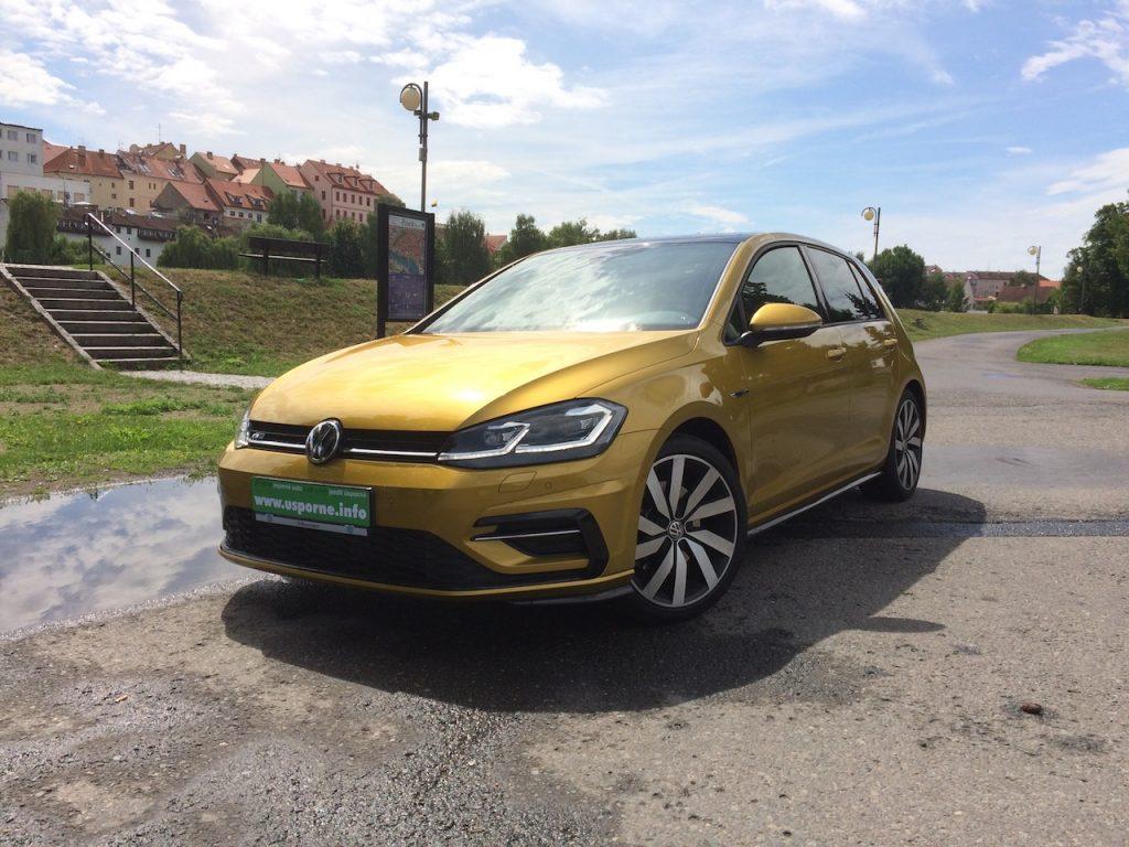 Volkswagen Golf 1,5 TSI - zepředu/z boku