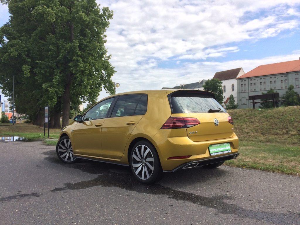 Volkswagen Golf 1,5 TSI - zezadu