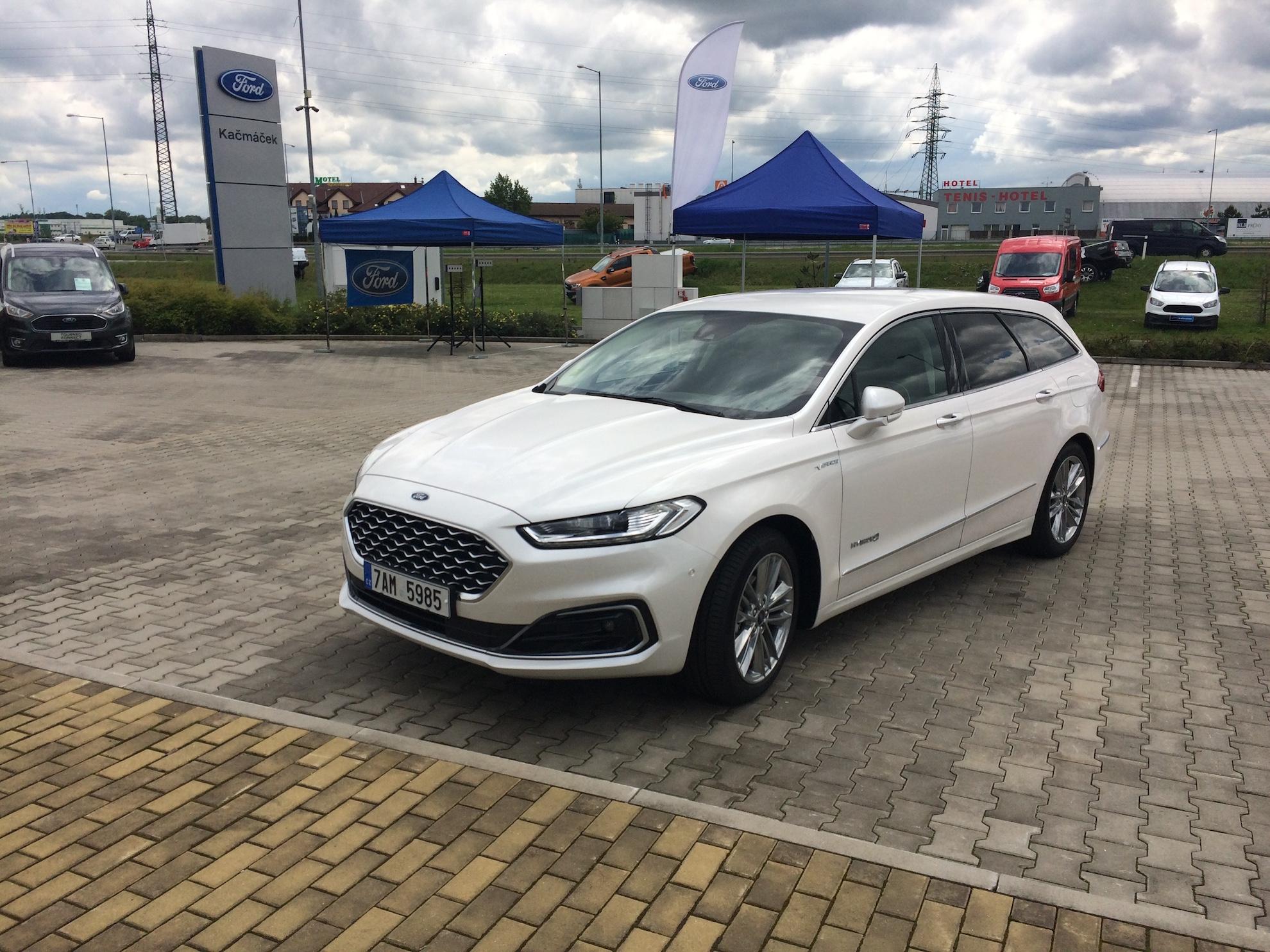 Ford Mondeo Hybrid - zepředu
