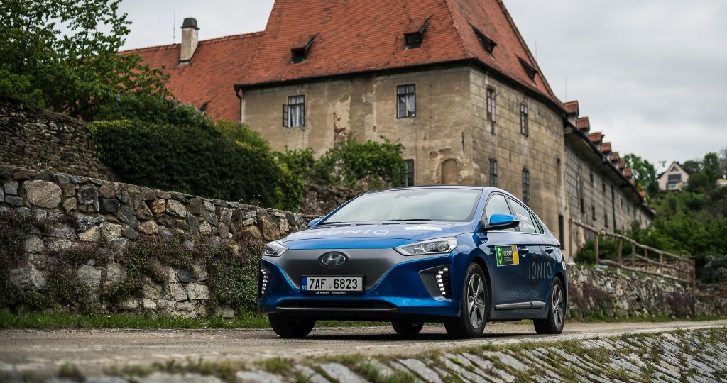 Hyundai Ioniq - Český Krumlov - zepředu - Petr Skřivánek - náhled