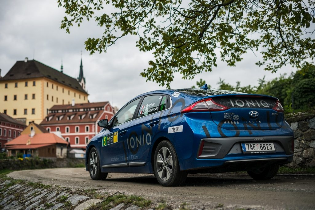 Hyundai Ioniq - Český Krumlov - zezadu - Petr Skřivánek