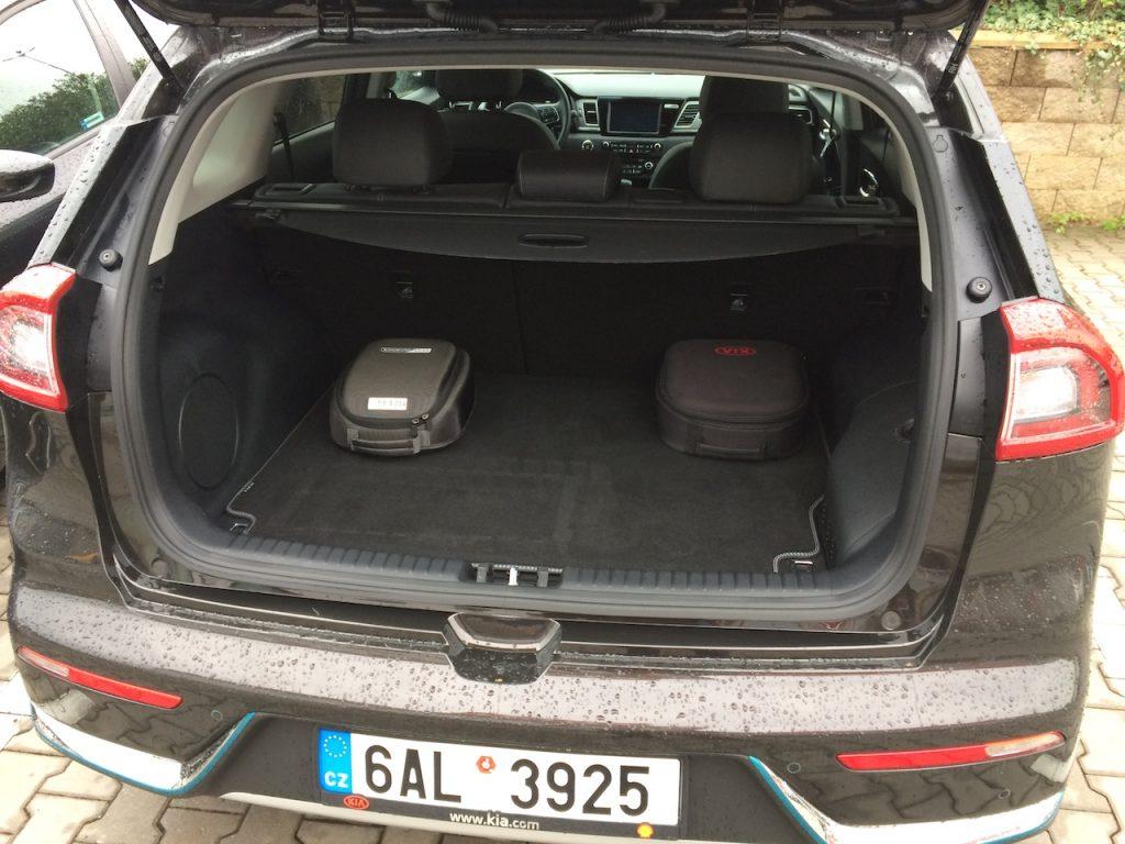 Kia Niro PHEV (plug-in hybrid) - zavazadlový prostor