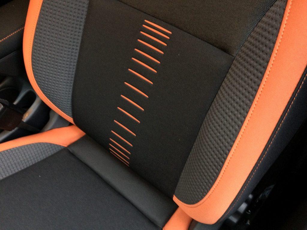 Nissan Micra IG-T 90 - sportovní sedačky