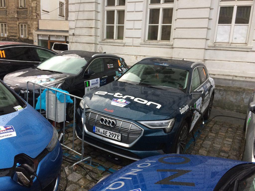 Audi e-tron na ECO energy Rally Bohemia nabíjení - zepředu