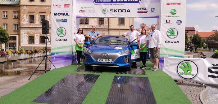 Hyundai Ioniq Electric #EcoRallyTeamCZ na cílové rampě