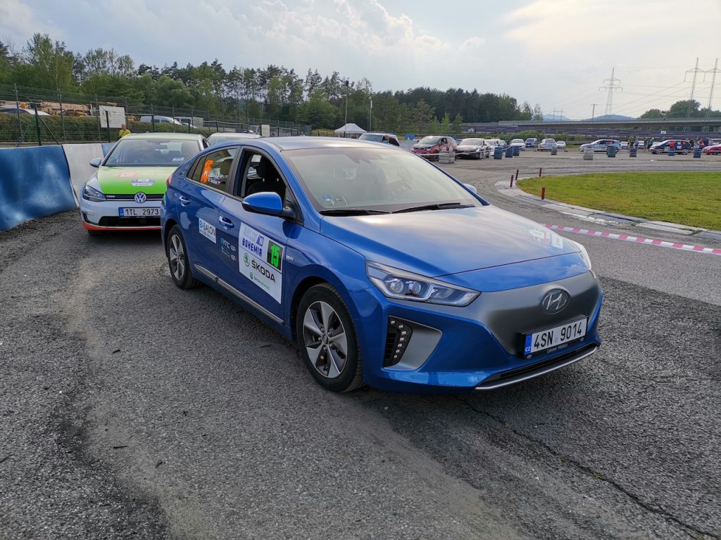 Hyundai Ioniq Electric #EcoRallyTeamCZ - zepředu - Autodrom Sosnová