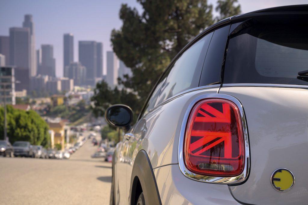 Mini Cooper SE - zadní světlo