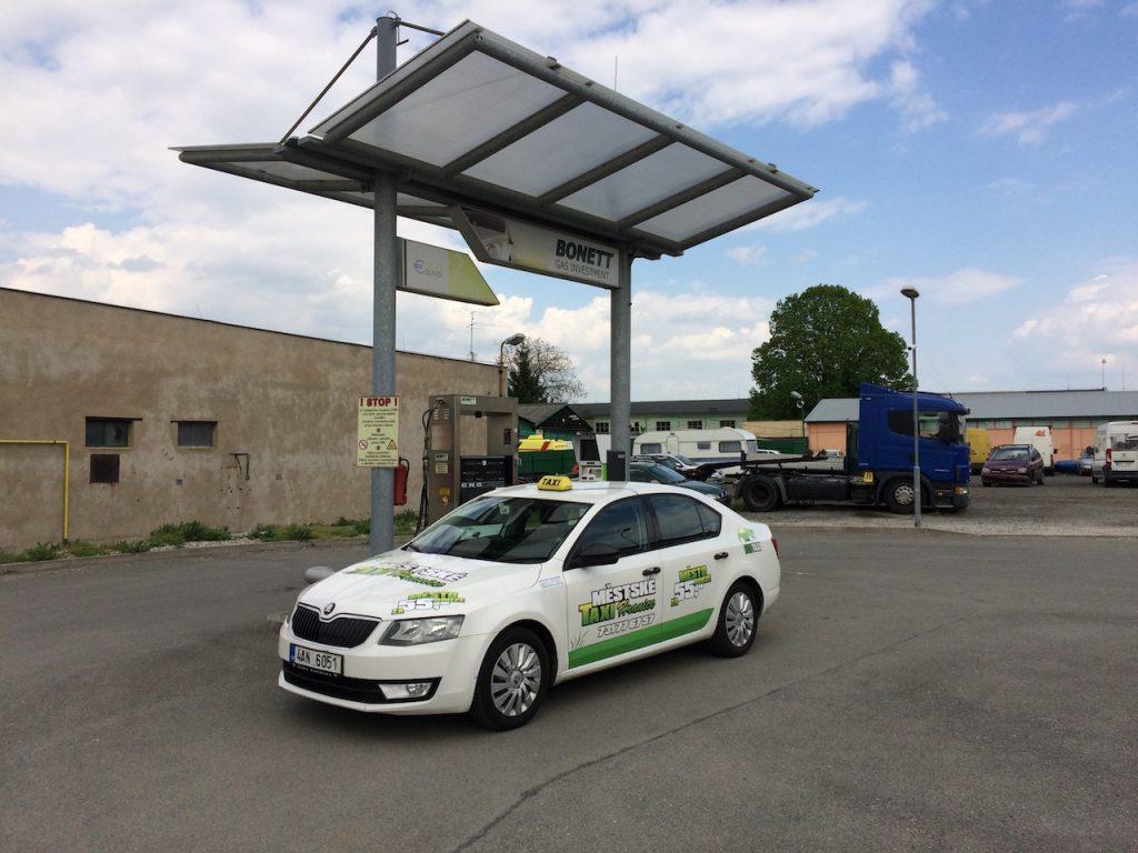 Škoda Octavia G-TEC na CNG stanici Bonett