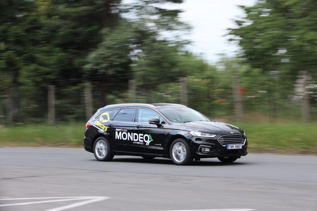 Ford Mondeo HEV (hybrid) - během jízdy