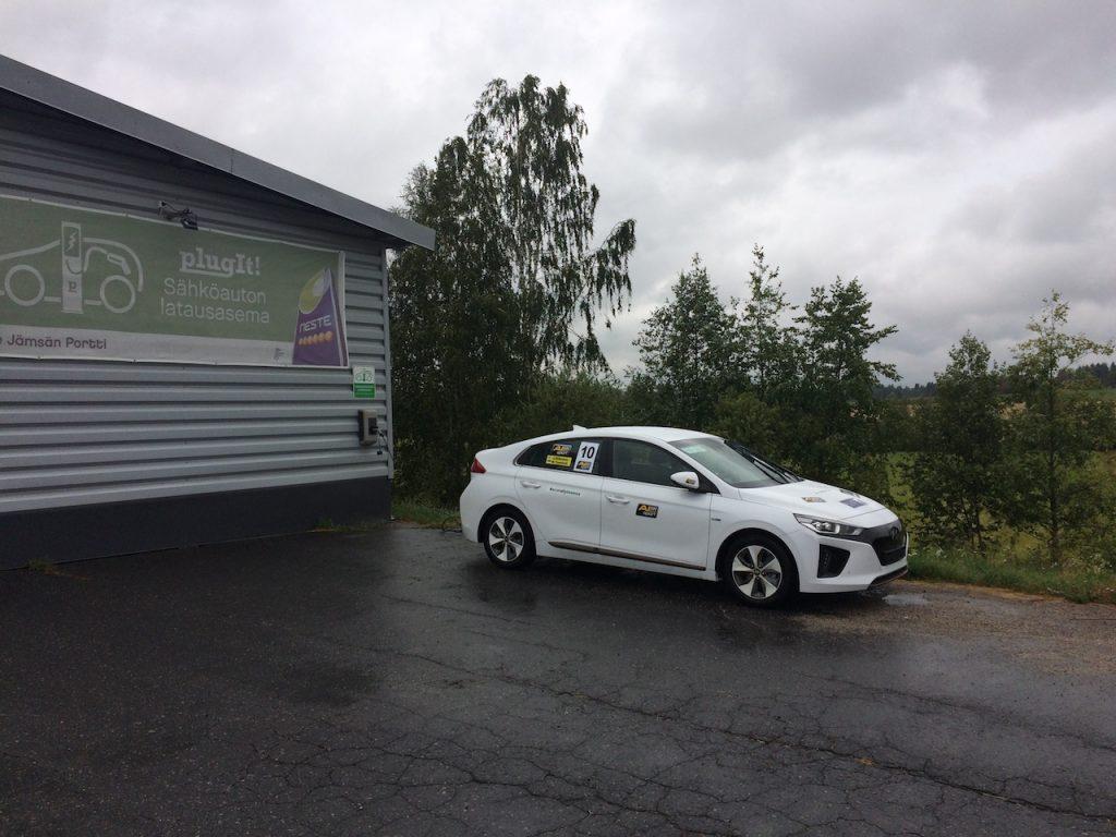 Hyundai Ioniq Electric - #EcoRallyTeamCZ během přestávky na EcoRun 1000 jezer