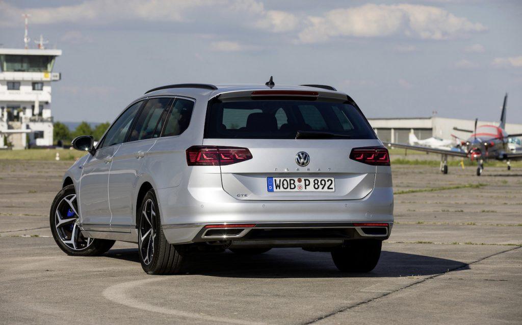 Nový Volkswagen Passat GTE Variant zezadu