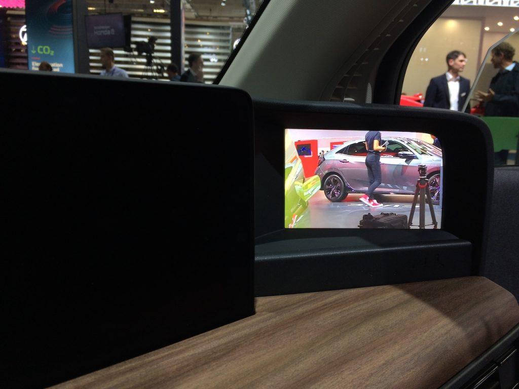 Elektromobil Honda e - displej místo zrcátka