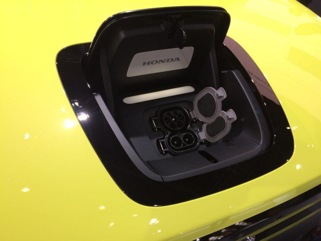 Elektromobil Honda e - nabijeci-konektor CCS Combo
