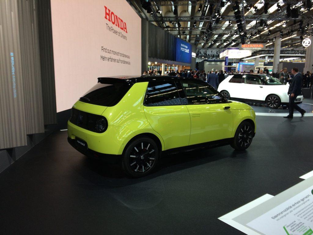 Elektromobil Honda e - z boku