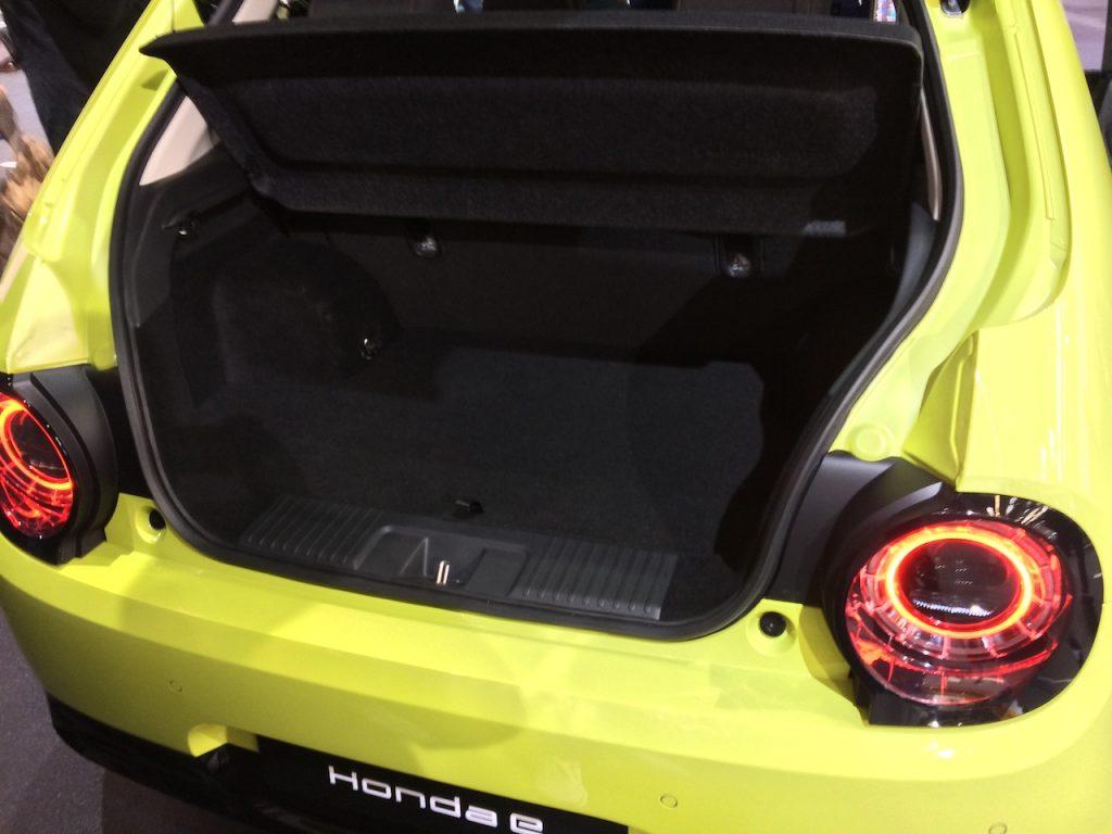 Elektromobil Honda e - zavazadlový prostor