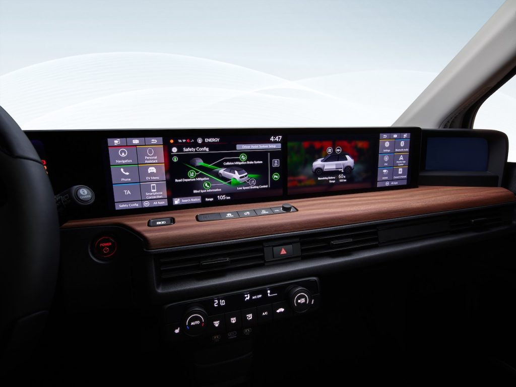Interiér elektromobilu Honda e - velký displej
