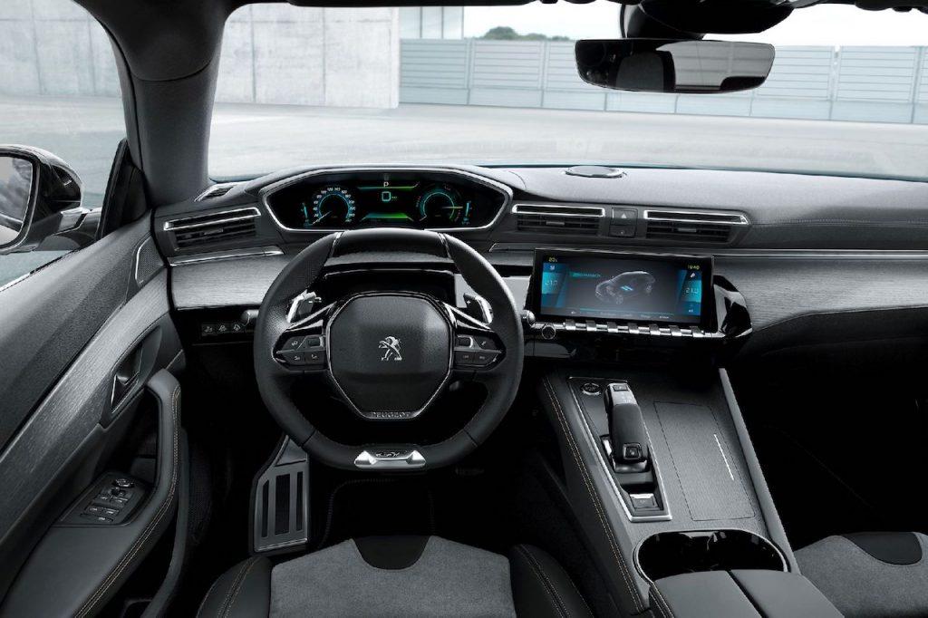 Peugeot 508 Hybrid - interiér