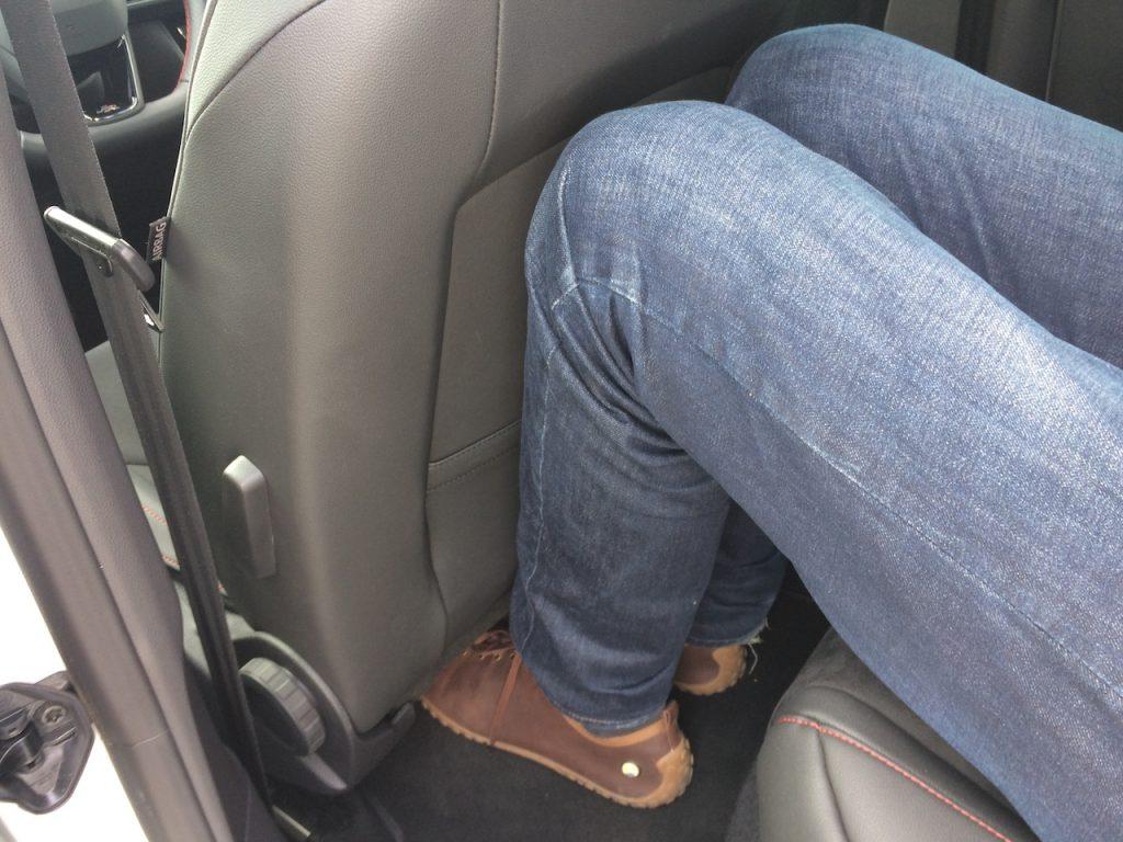 SEAT Leon ST 1,5 TGI Evo FR - prostor na zadních sedačkách