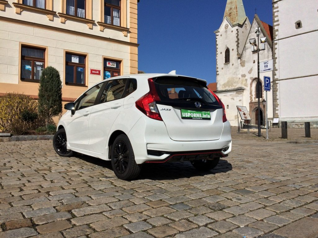 Honda Jazz Dynamic 1,5 i-VTEC 96 kW CVT - zezadu