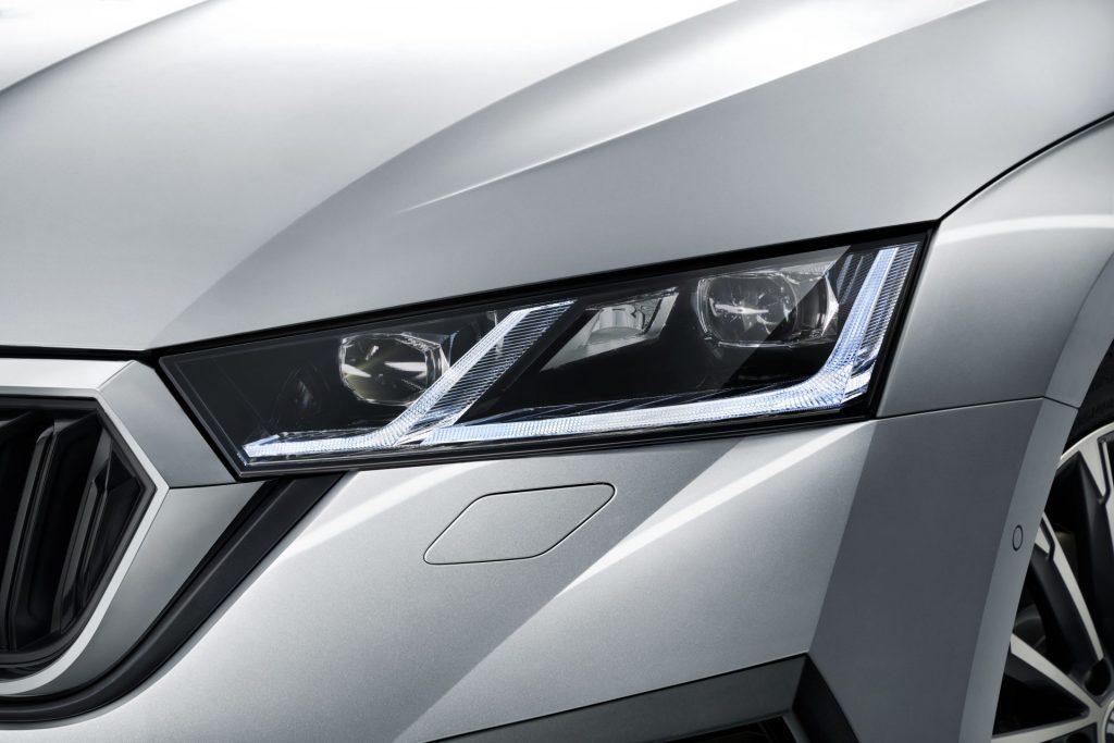 Nová Škoda Octavia - přední světlo