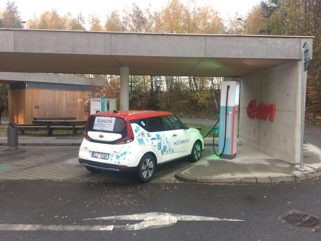 E-Challenge 2019 #EcoRallyTeamCZ - čtvrté nabíjení - Benzina/E-ON Vystrkov