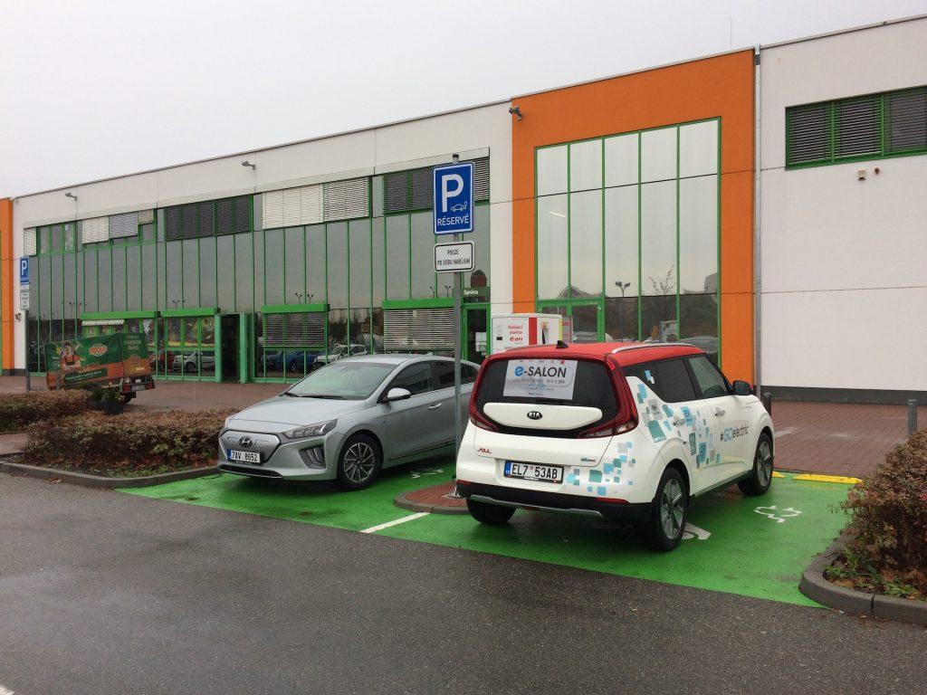 E-Challenge 2019 #EcoRallyTeamCZ - první nabíjení - Globus Olomouc - střídání s Hyundai Ioniq