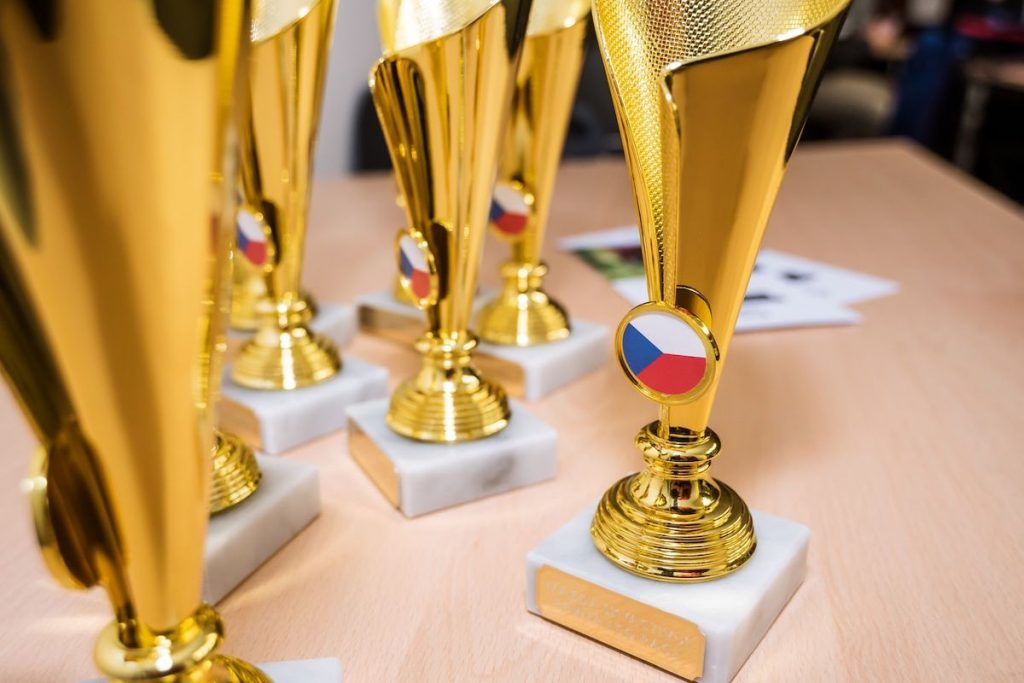 Skyactiv-X Power Eco Race - poháry pro vítězný tým