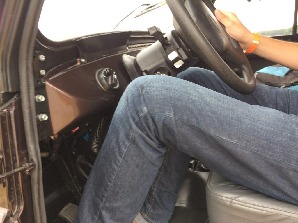 UAZ Hunter - pozice za volantem