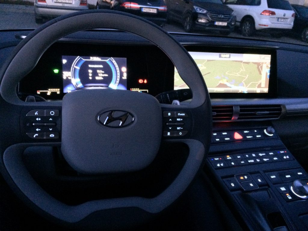 Interiér vodíkového auta Hyundai Nexo - kosmická loď