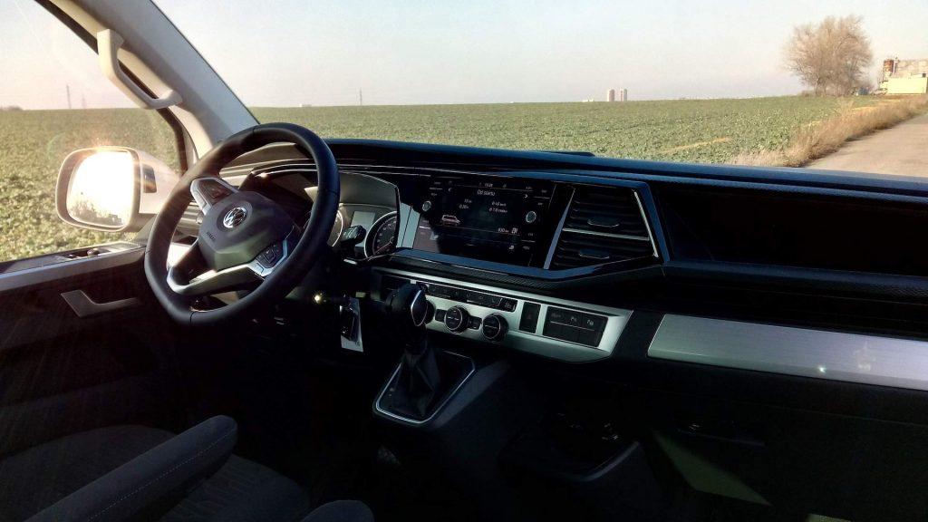 Volkswagen T6.1 Multivan - interiér