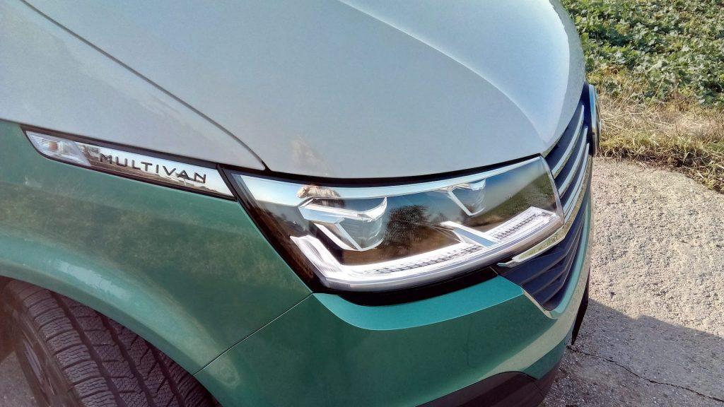 Volkswagen T6.1 Multivan - název u světla