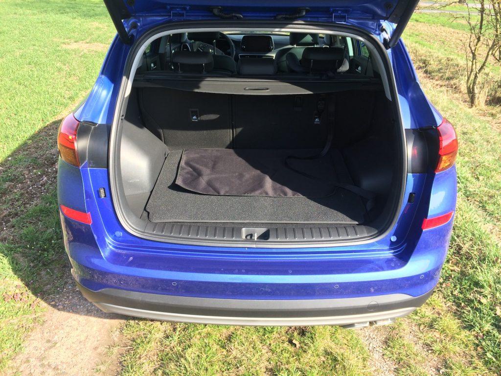Hyundai Tucson 2.0 CRDi E-VGT Mild-Hybrid 48V - zavazadlový prostor