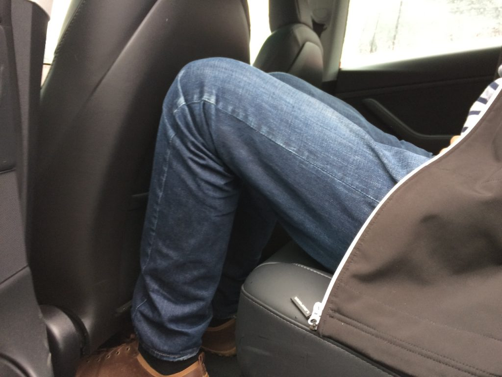 Tesla Model 3 - prostor vzadu