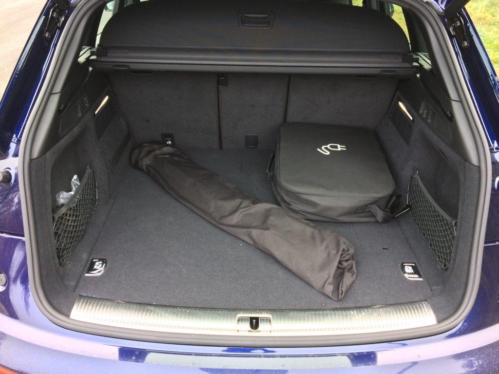 Audi Q5 55 TFSI e Quattro - zavazadlový prostor