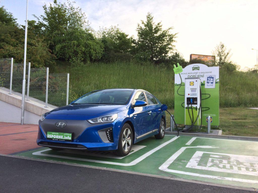 Hyundai Ioniq Electric - nabíjení během nákupu