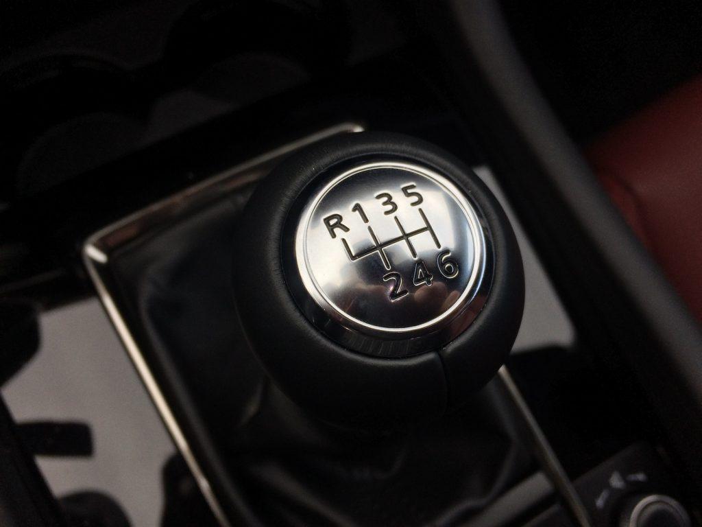 Mazda 3 Skyactiv X - šestistupňová převodovka