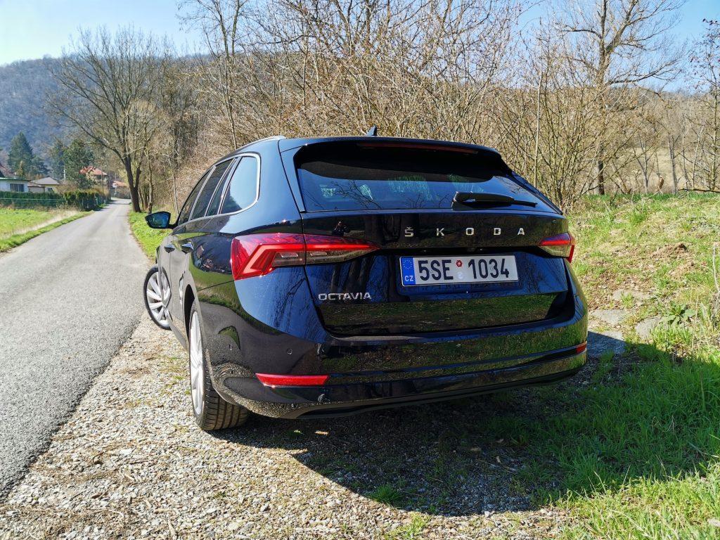 Nová Škoda Octavia - zezadu