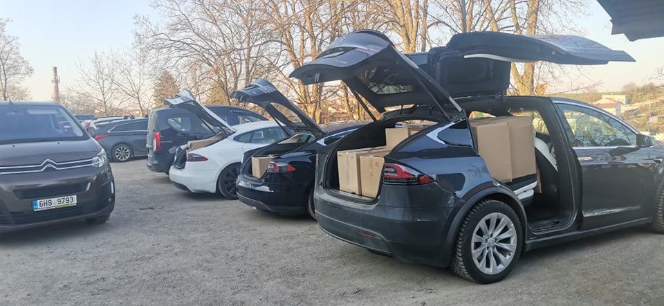 Elektromobily Tesla plné Covmask
