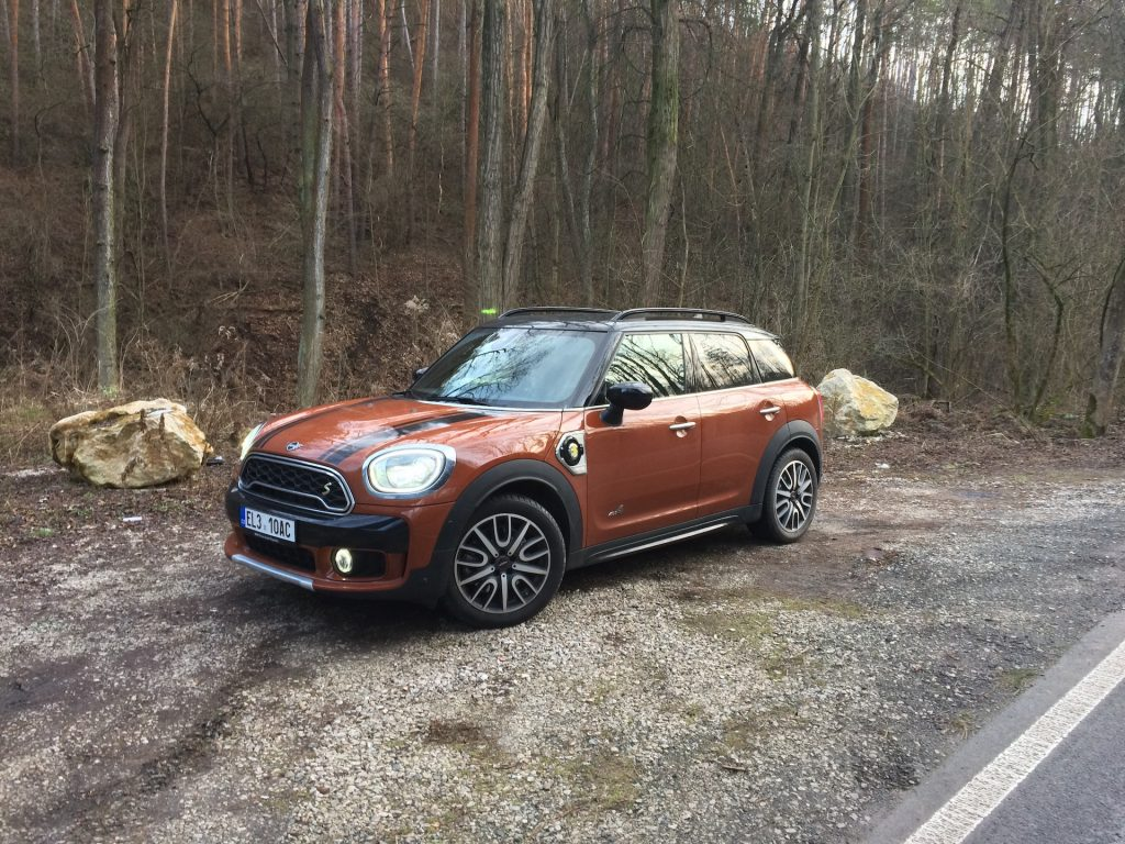 Mini Cooper S E Countryman All4 -z boku