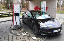Tesla Model 3 na stanici E.ON, Foto: Jiří Korec